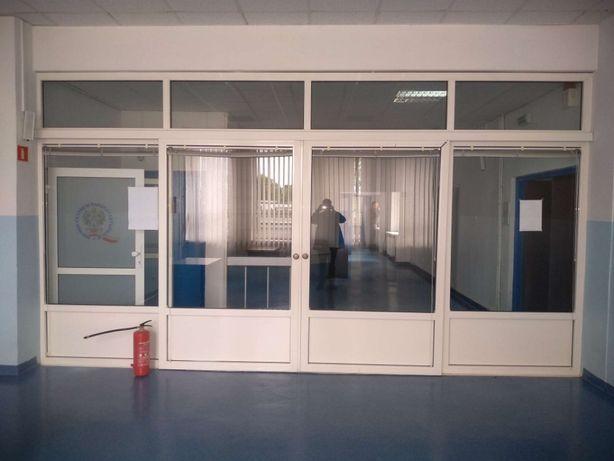 Witryna aluminiowa z drzwiami przesuwnymi 540 x 300 cm