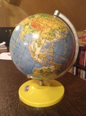 Globus z czasów PRL