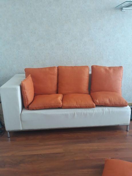 Sofá Branco com estrutura em Inox. Bom preço!