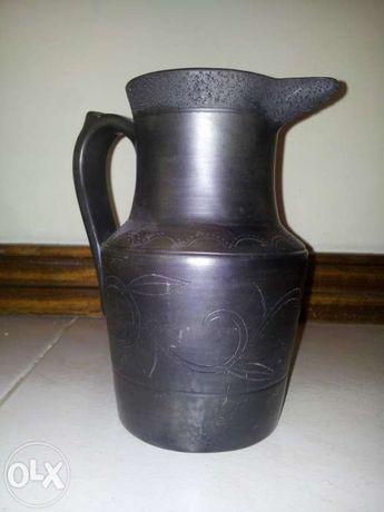 Jarro preto pequeno em cerâmica