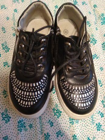 Продам новые туфли розмер 32.