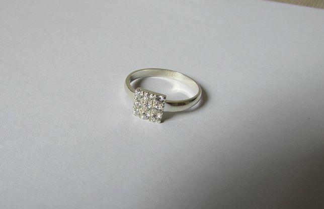 pierścionek srebrny z cyrkoniami kwadrat 2gr pr 925 rozm 16
