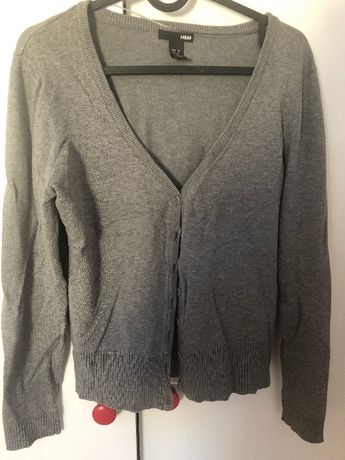 Szary sweter zapinany na guziki H&M
