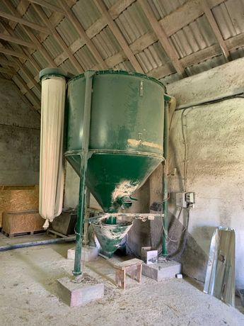 Продам  комбікормовий завод об'єм 2200 кг
