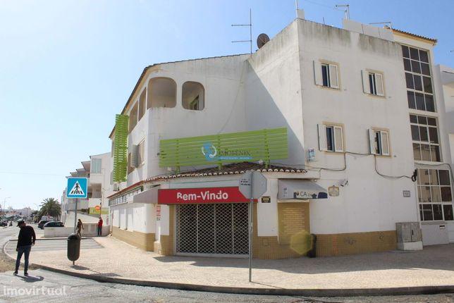 Loja em Albufeira/antigo supermercado, localizada na Estrada de Santa