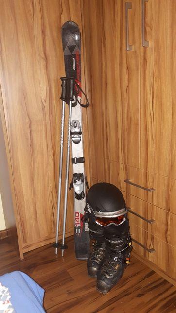 Narty, buty, kask narciarski