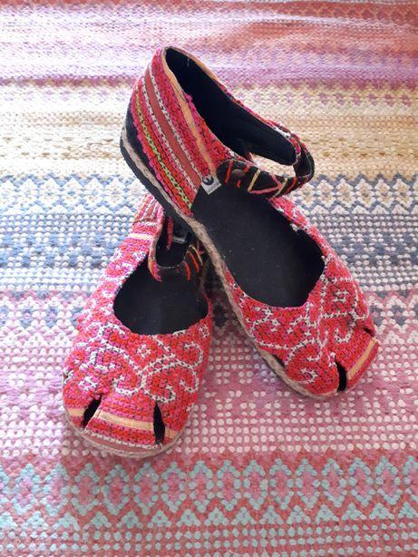 Sapatos étnicos bordados