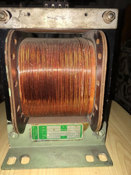 Трансформатор понижающий 380/ 220 В , мощность 1000 ВА.