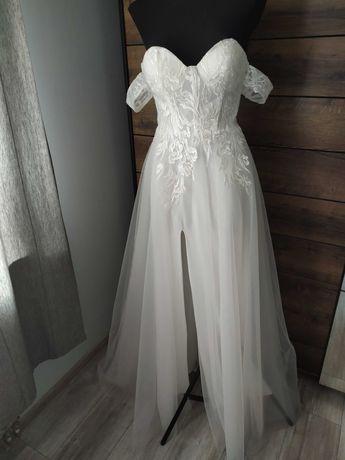 Nowa błyszcząca suknia ślubna z bufiastymi rękawami dekolt serce 36