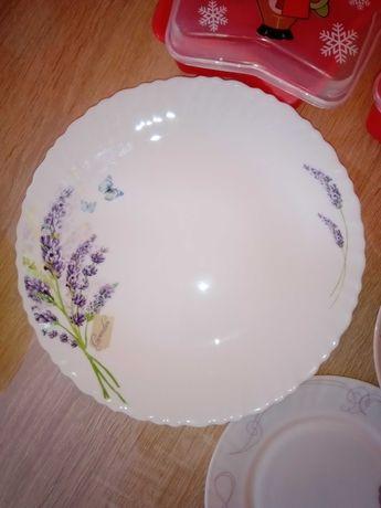 Посуд. Тарілки. Тарелки