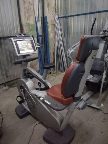 Горизонтальный велотренажёр Technogym Excite 700 TV