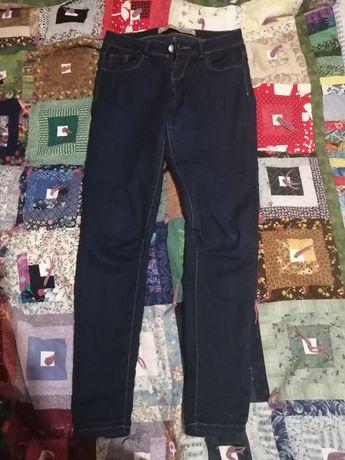 Продам джинсы джеггинсы на девочку 10-12 лет, р. 152 см.