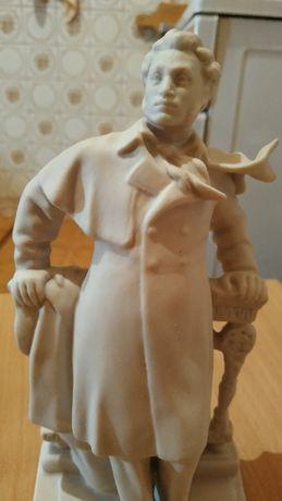 Пушкин - фарфоровая статуэтка