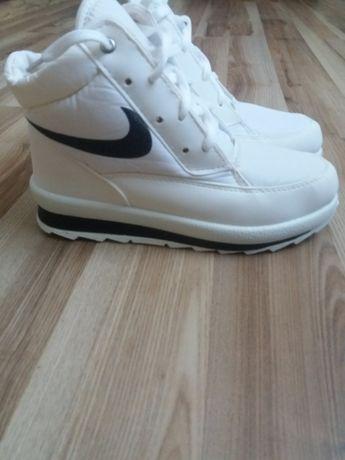Зимние женские ботинки 400грн