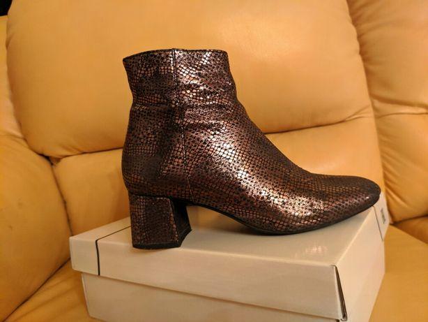 Обувь женская.Сапожки из натуральной кожи.Мягкие, удобные,стильные. Он