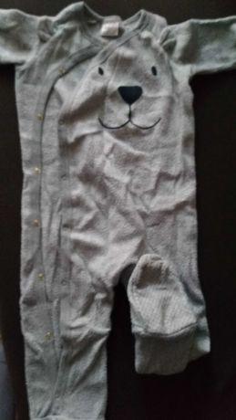 Pajacyk niemowlęcy polarowy z antypoślizgowymi stopkami