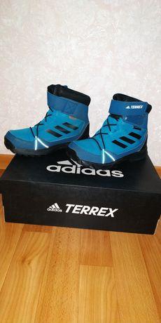 Ботинки adidas на мембране
