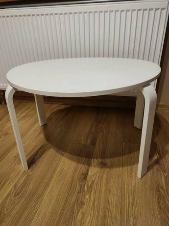 Piękny drewniany mały stolik