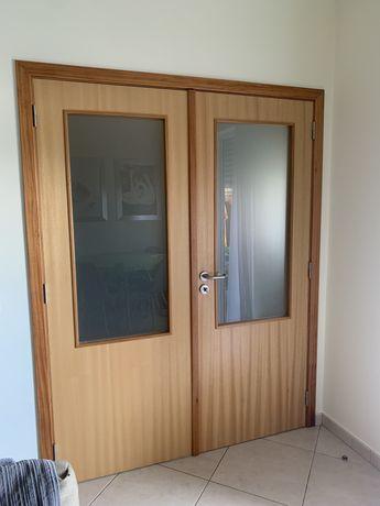 Porta madeira interior com moldura