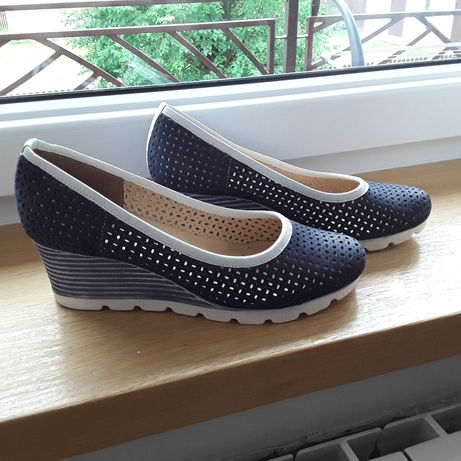 Skórzane buty na koturnie, rozm 39