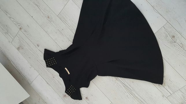Sukienka mała czarna rozkloszowana S M złote dodatki