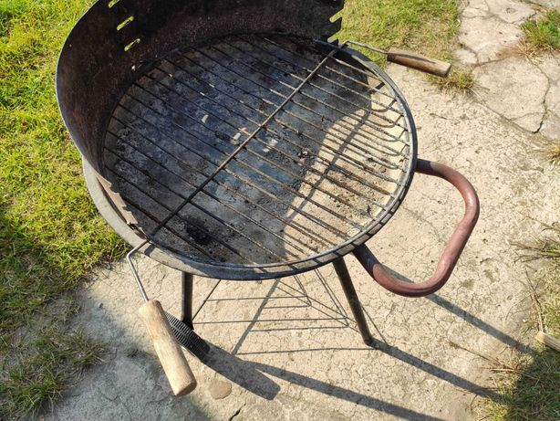 Grill ogrodowy na brykiet/węgiel drzewny