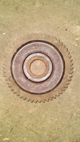Шестерня з металевою втулкою на вал