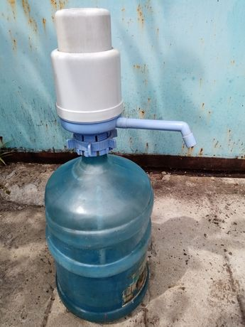 Продам бутыль для воды и помпу насос