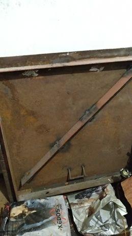 Ляда. Дверь железная на подвал.
