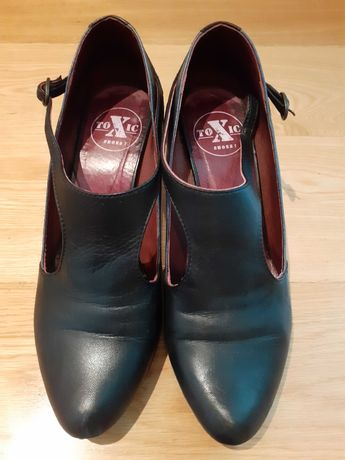 sapatos pretos e outros beges - tamanho 36