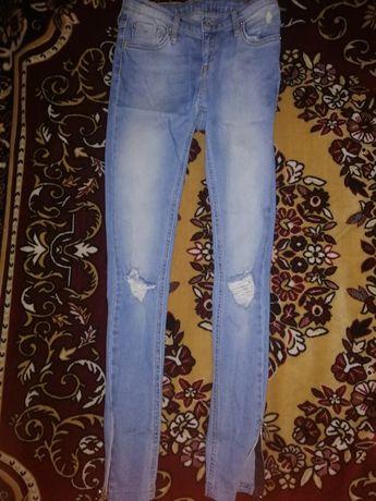 Продам джинсы 25 р.