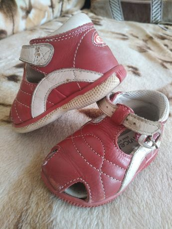 Продам  детский сандалики