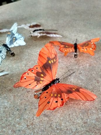 Ozdobne motyle na klipsie przypinane