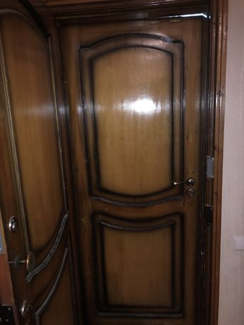 Входные деревянные двери, из натурального дерева с врезными замками