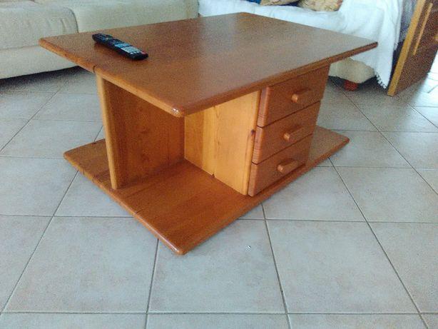 Mesa de centro em pinho maciço com 3 gavetas e 1 porta para arrumações