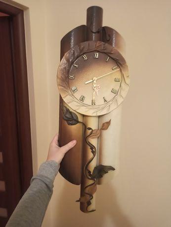 Podluzny zegar ścienny