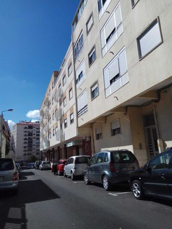 Apartamento T2 no centro de Agualva