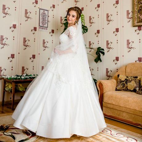 Весільне плаття кольору айворі