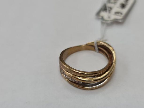 Klasyczny złoty pierścionek damski/ 333/ 3.73 gram/ R13/ Cyrkonie
