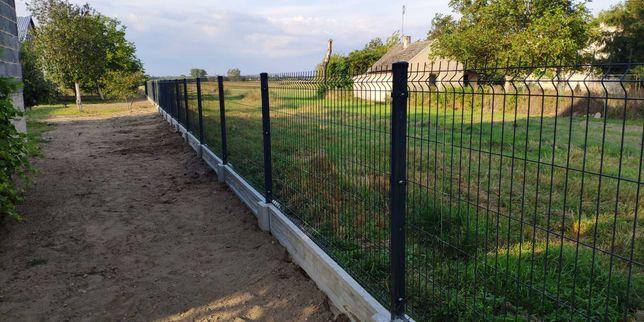 Ogrodzenia z siatki, Montaż ogrodzeń, Ogrodzenia panelowe