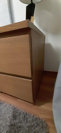 Duas mesas de cabeceira IKEA Malm