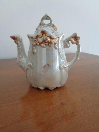 Pequeno bule de porcelana decorativo