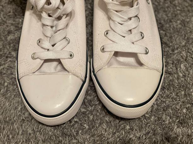 Обувь фирмы Oodji
