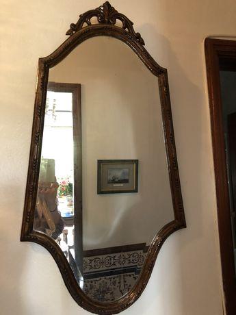 Espelho e mesa de apoio