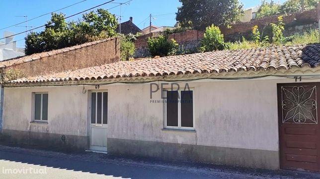 Casa térrea no centro de Monchique