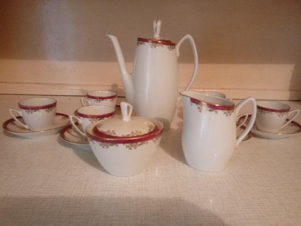 Dwa serwisy do kawy i herbaty.