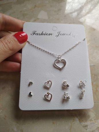 Zestaw biżuterii naszyjnik i 4 pary kolczyków na prezent