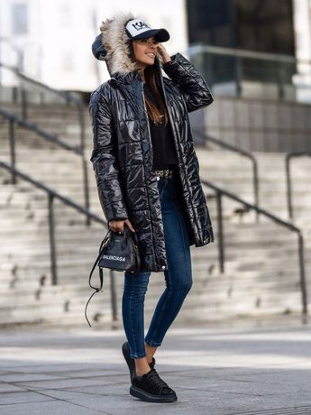 Plaszczyk pikowany damski lakierkowy czarny z futerkiem rozmiar M