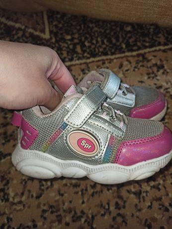 Продам кроссовки на девочку р 24