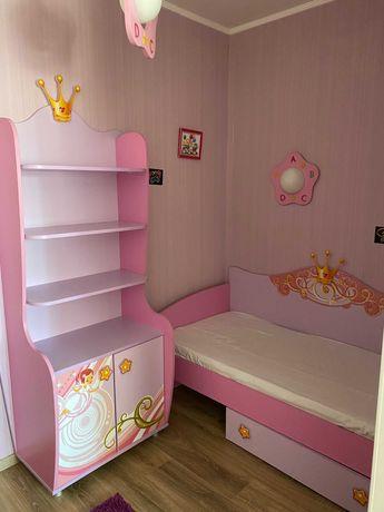 Детская мебель (комплект кровать, шкаф, светильники)